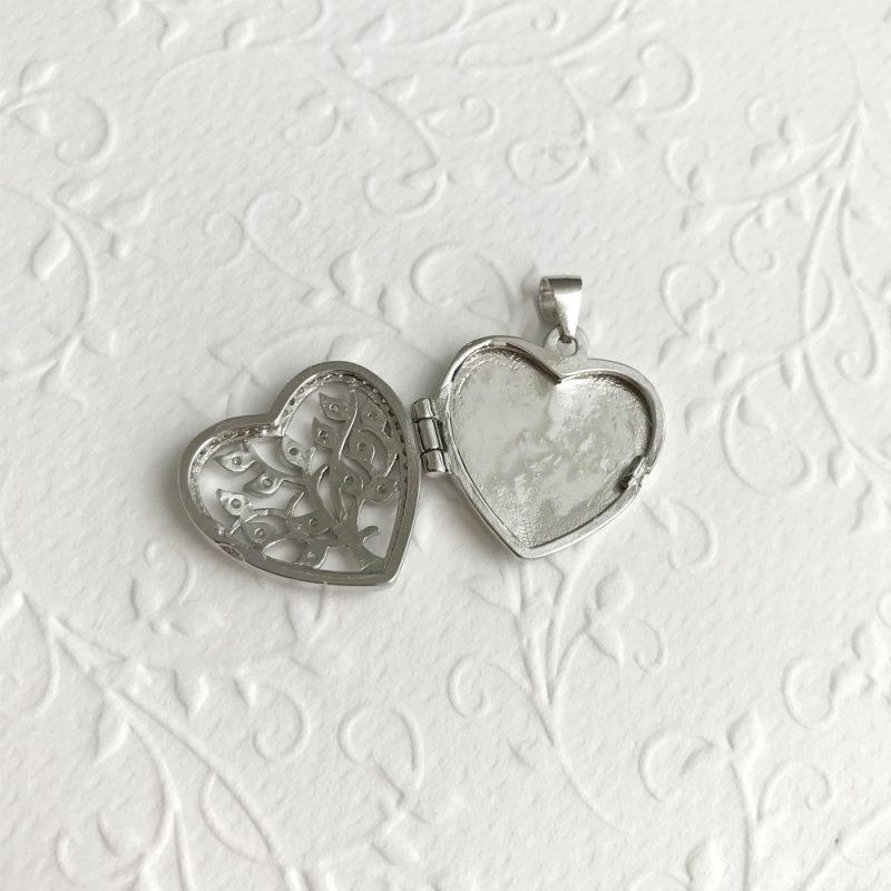 отварящ се медальон сърце дървото на живота