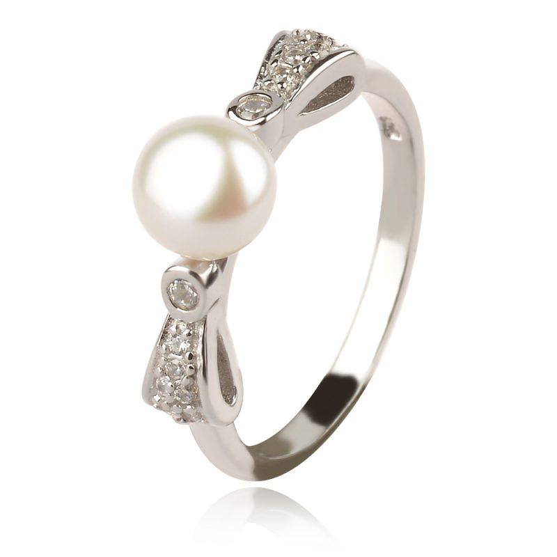 Сребърен пръстен с цирконии и перла