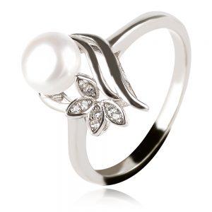Сребърен пръстен с бяла перла и флорален детайл