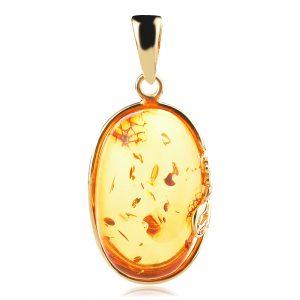 Сребърен медальон, жълта позлата, естествен Балтийски кехлибар